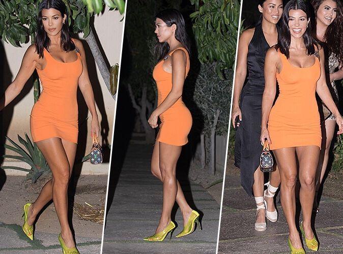 Kourtney Kardashian : Femme fatale en mini-robe orange et escarpins jaunes transparents !