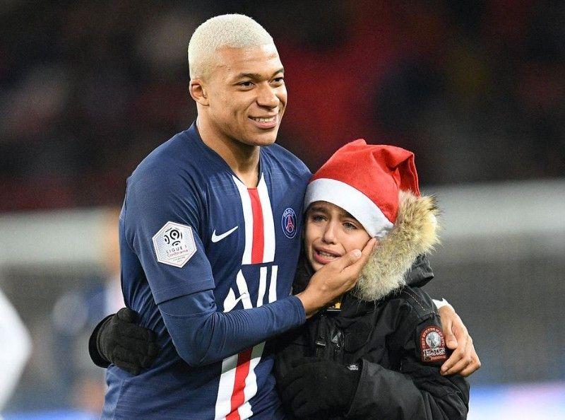 Kylian Mbappé : comment il a fait pleurer un fan !