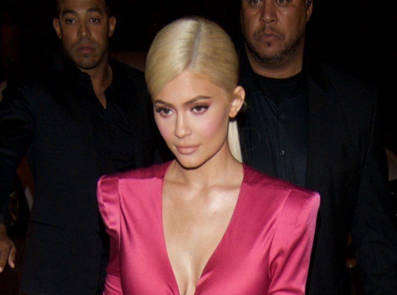 Kylie Jenner : milliardaire à 21 ans, elle signe un gros chèque pour la bonne cause !
