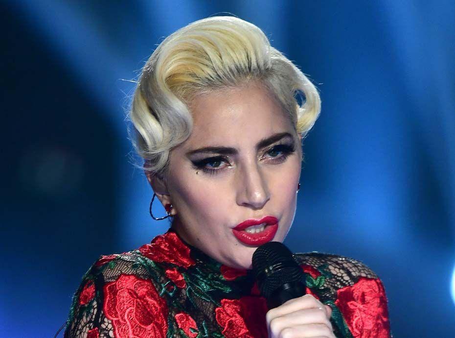 Lady Gaga : elle ose le string à la plage et les fans adorent !