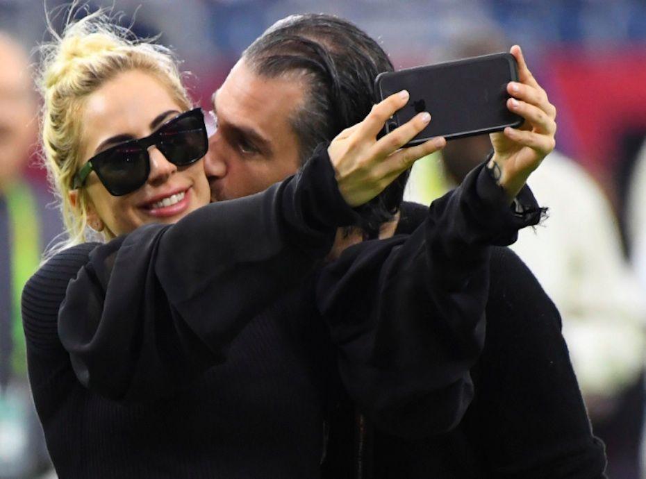 Lady Gaga s'est fiancée avec son agent !