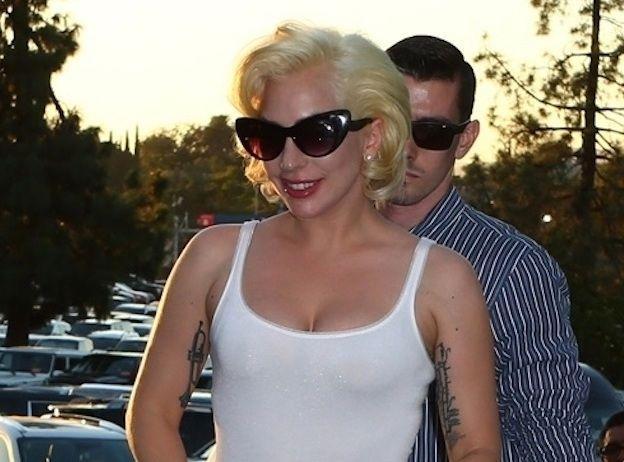 Lady Gaga : Trop fière de ses fesses, elle les montre à nouveau !