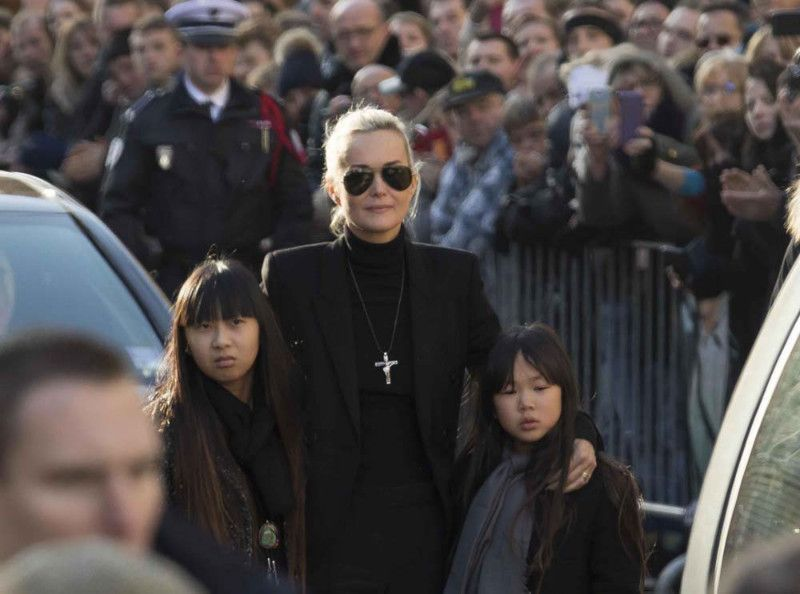 Laeticia Hallyday : ses filles Jade et Joy séparées de Johnny pour Noël...
