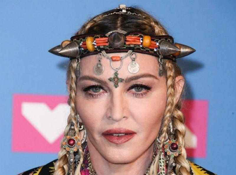 Madonna : Toujours exhibitionniste, elle pose en lingerie !