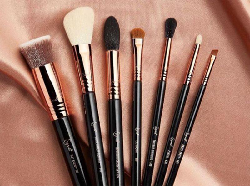 Maquillage : 4 astuces pour redonner vie et forme à vos pinceaux