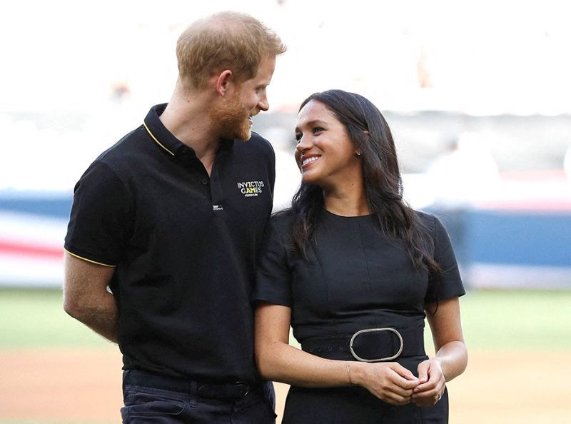Meghan Markle et le prince Harry pris en photo avec Archie : les clichés qui choquent l'Angleterre