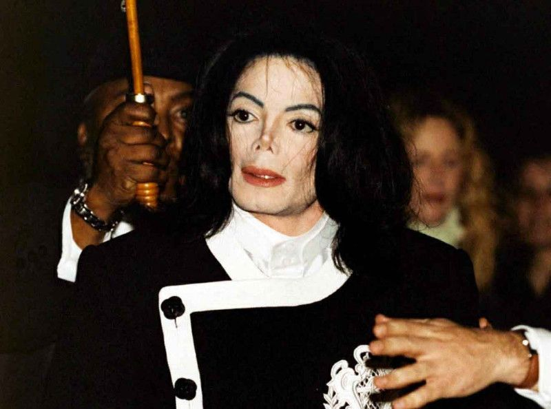Michael Jackson blanchi par son garde du corps : a-t-il été payé par la famille Jackson !