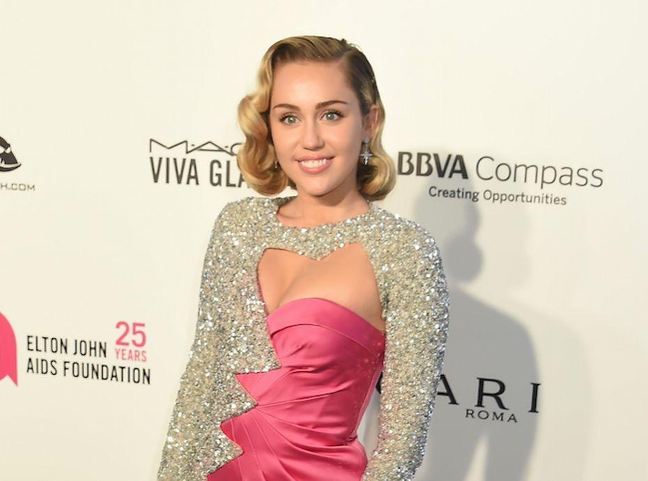 Miley Cyrus : son shooting sexy pour fêter Pâques !