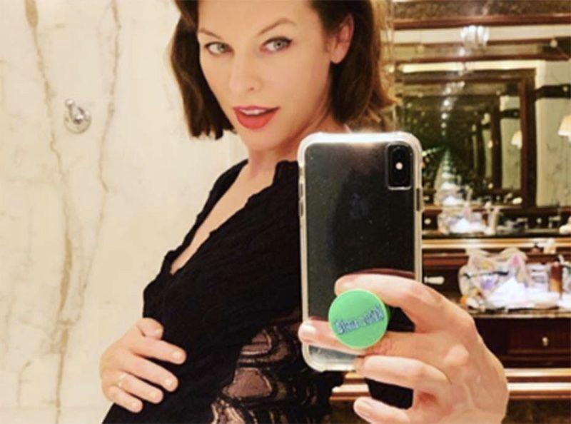 Milla Jovovich : enceinte de son troisième enfant à 43 ans après avoir été forcée d'avorter