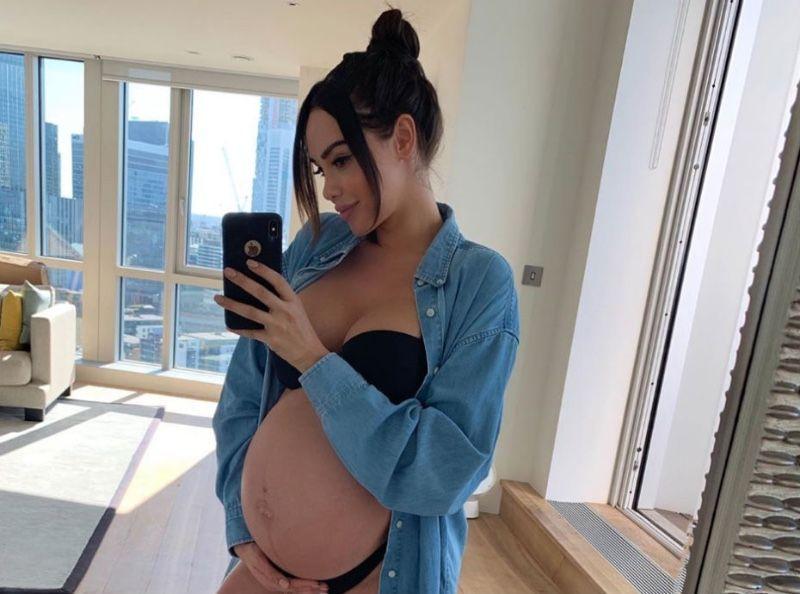 Nabilla dévoile une photo d'elle bébé... Vous n'allez pas la reconnaître !