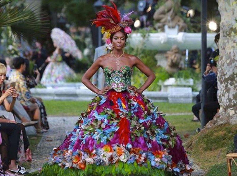 Naomi Campbell : époustouflante et magistrale au défilé Haute Couture Dolce & Gabbana