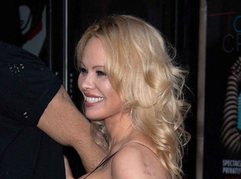 Pamela Anderson joue la provoc' : elle a déjà tourné la page sur Adil Rami !