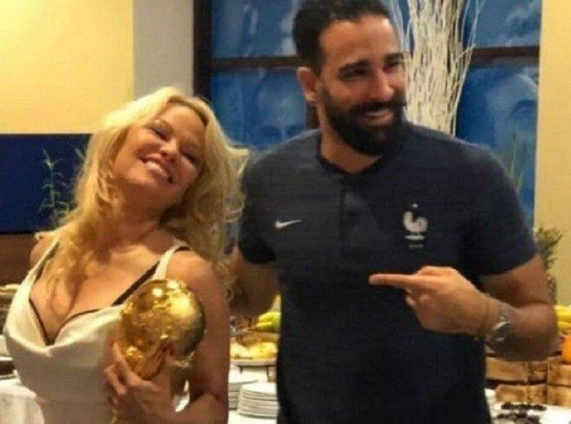 Pamela Anderson prête à lancer un ultimatum à Adil Rami ?