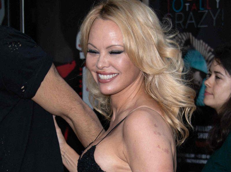 Pamela Anderson séparée d'Adil Rami : son fils intervient mais un ancien de DALS tacle la bimbo !