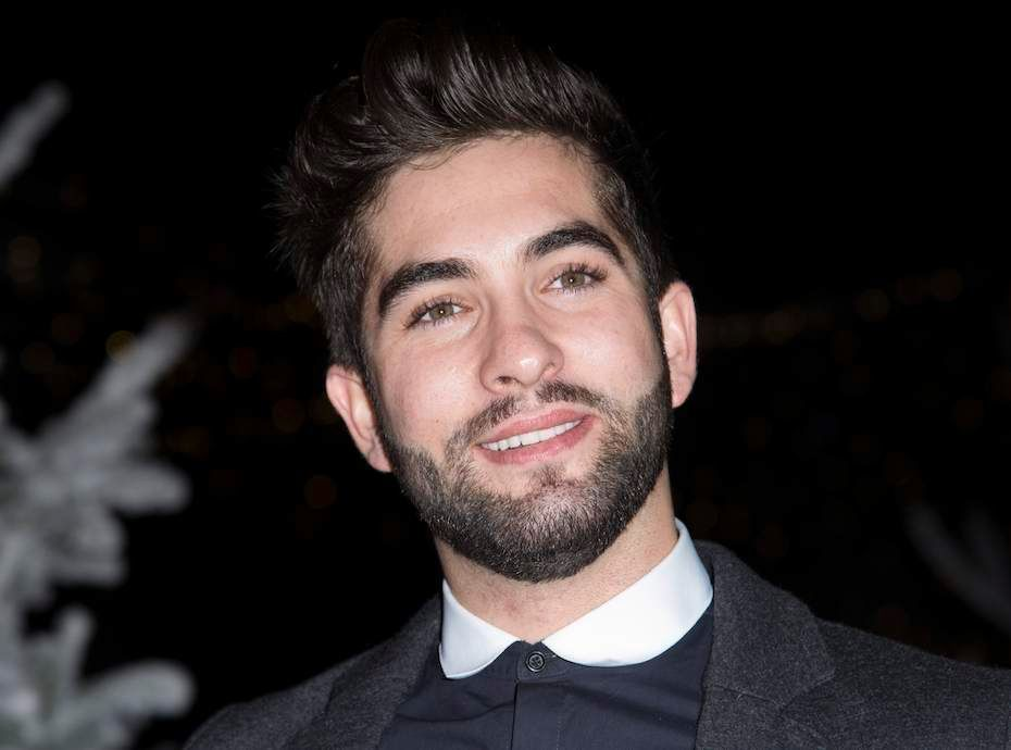 kendji girac le chanteur se rase la t te. Black Bedroom Furniture Sets. Home Design Ideas