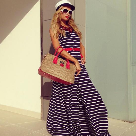 11d14d1123 Photos : Paris Hilton : elle nous dévoile sa nouvelle collection de sacs à  main !