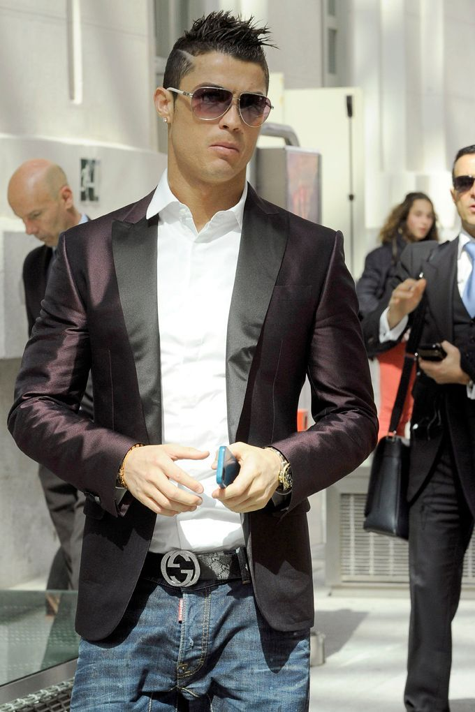 Photos   Cristiano Ronaldo   nouvelle coupe de cheveux pour recevoir un énième  prix ! 530bd69eb77