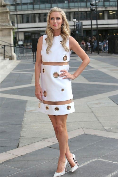 bff78a0ac3a Photos-Fashion-Week-robe-trop-courte-et-fesses-a-l-air-Nicky-Hilton -electrise-Paris.jpg