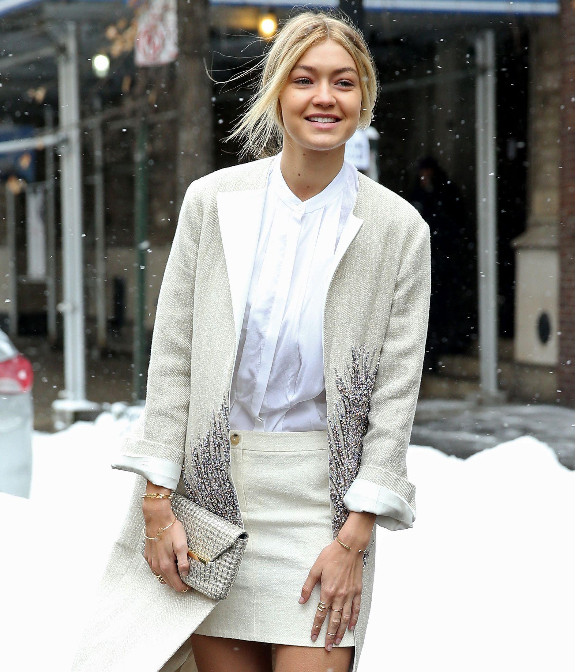 54ae0af868c47c Photos : Gigi Hadid : elle affronte la neige new-yorkaise... mais toujours  avec style !