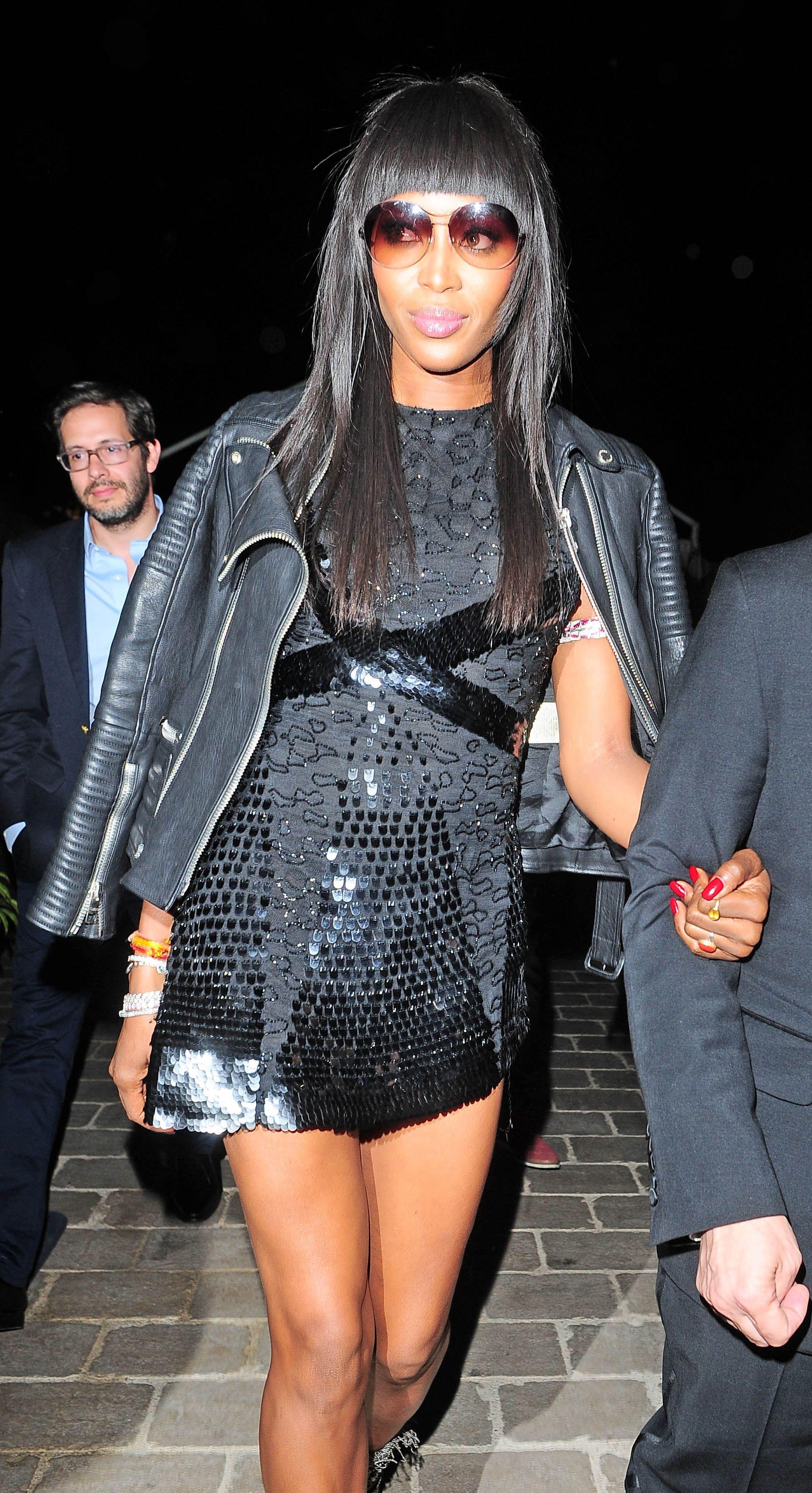 6771437a0c0 Photos   Naomi Campbell   elle assure en petite robe noire sur la Croisette  !