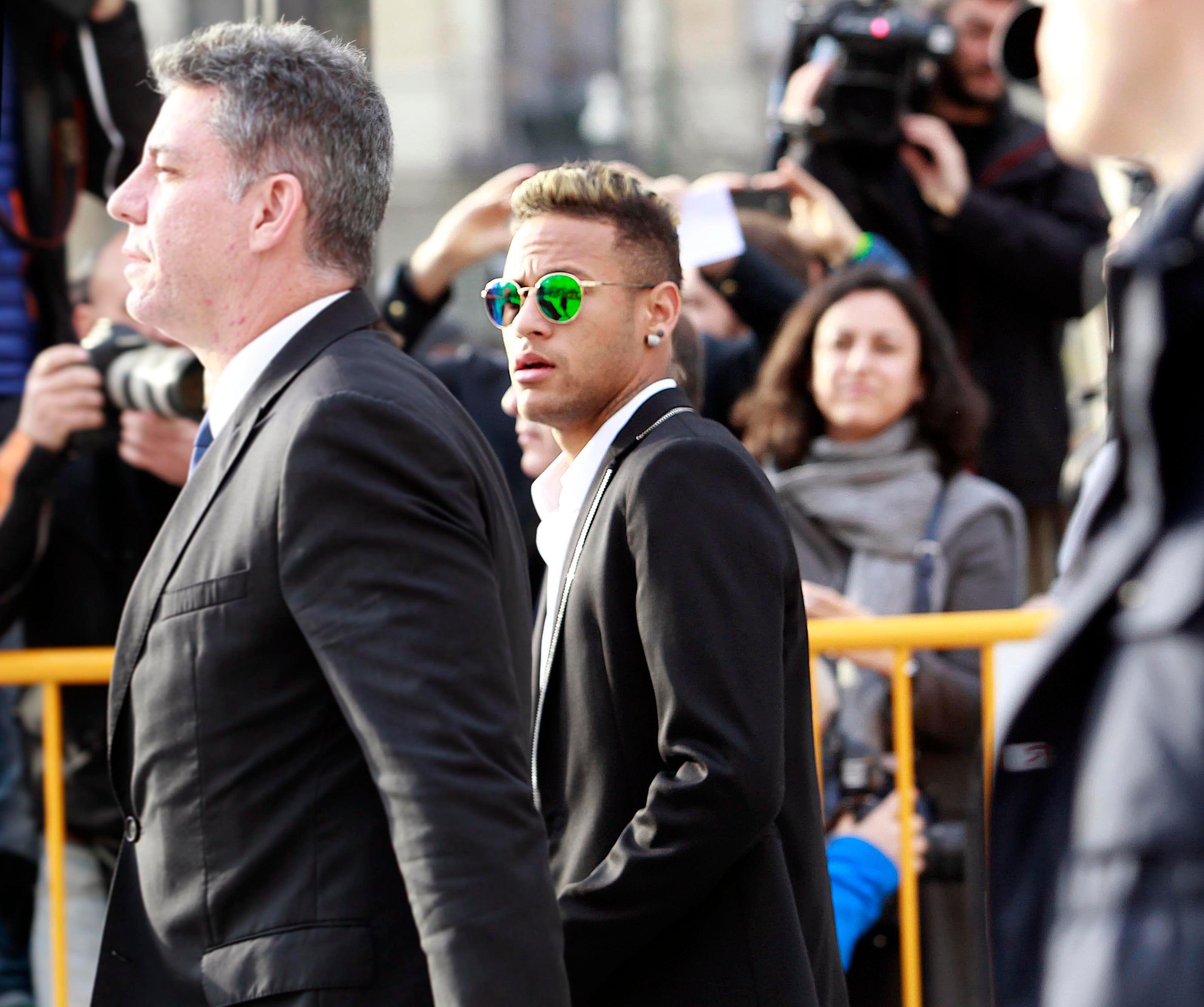 b0d6a2cb9598b2 Photos   Soupçonné de corruption, Neymar Jr est passé devant le juge à  Madrid