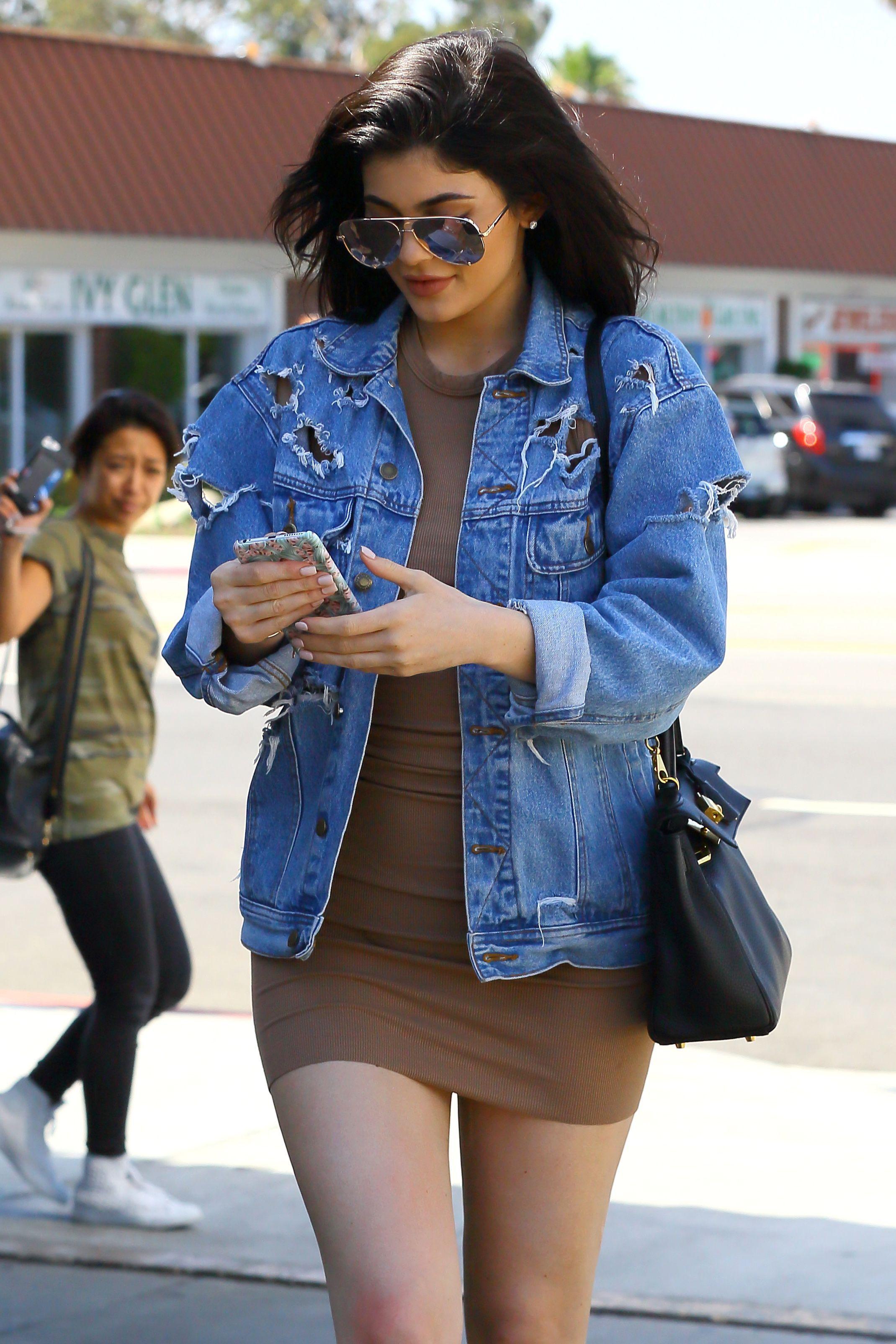 Elles La Veste RihannaBlake JennerComment LivelyKylie Portent deroCxBW
