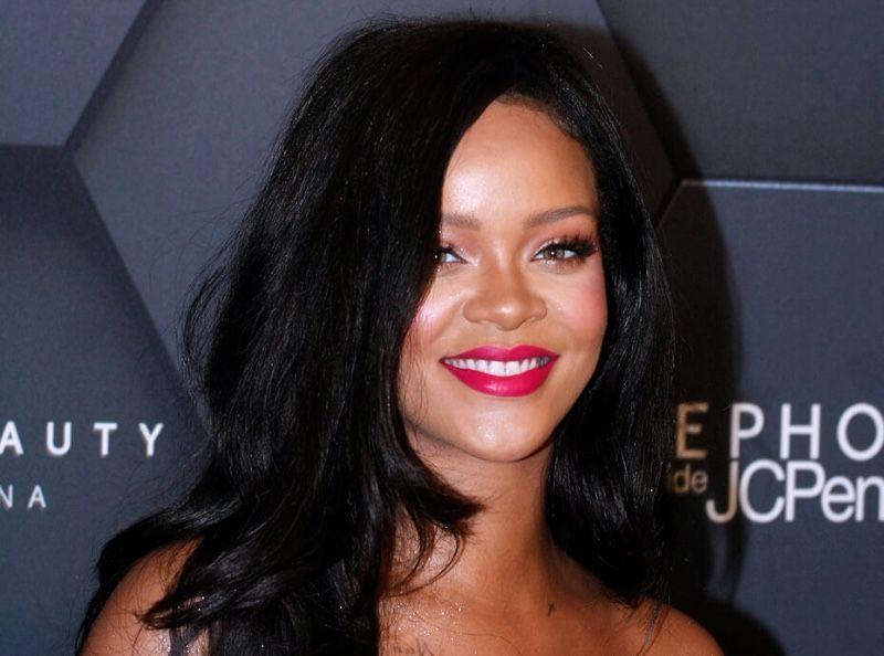 Pink Lips : voici comment copier la mise en beauté girly de Rihanna avec un rouge à lèvres à 6,50E
