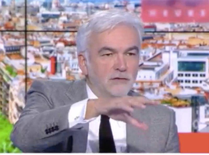 Professeur décapité à Conflans : quand Pascal Praud s'en prend à Omar Sy... par erreur