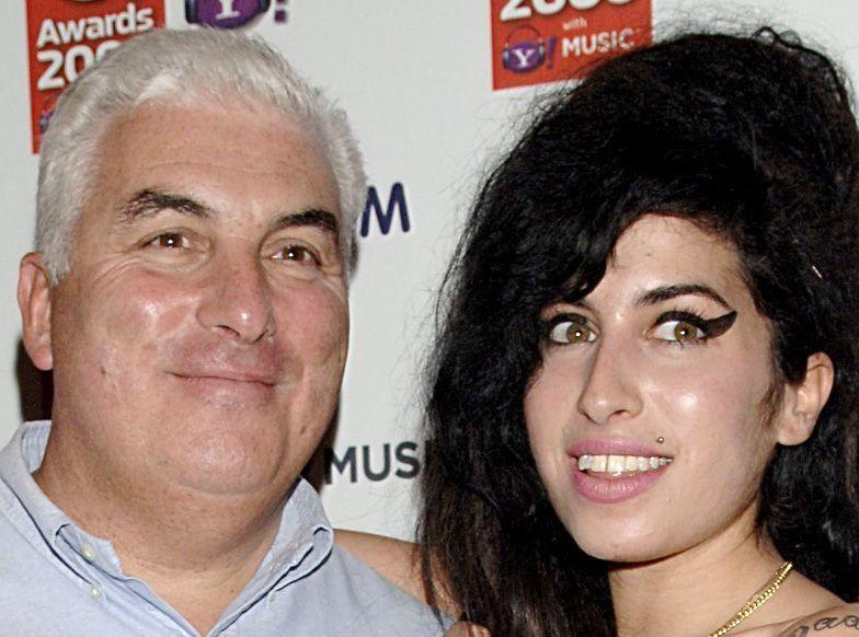 Public Buzz : Le père d'Amy Winehouse hanté par son fantôme