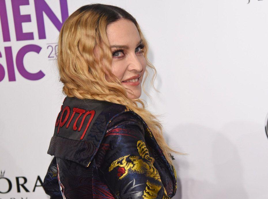 Public Buzz : Madonna aperçue à bord d'un avion en... classe éco