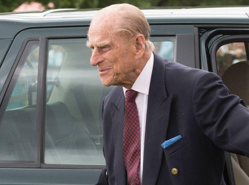 Public Royalty : Après son accident, le prince Philip est repéré au volant d'une voiture et... sans ceinture !