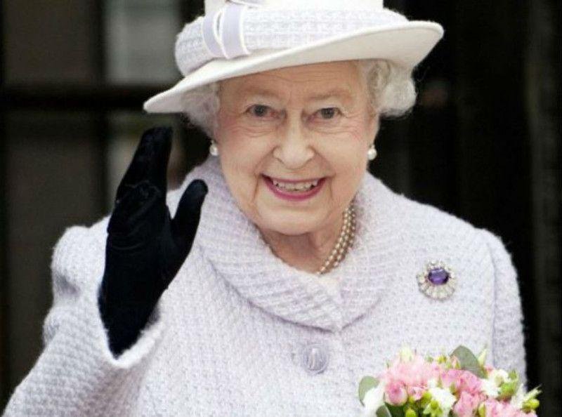 Public Roylaty  Découvrez le cadeau de mariage que la reine Elisabeth II a  fait au Prince Harry