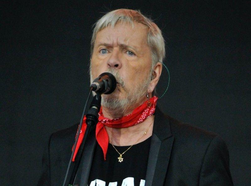 Renaud:  Au plus mal, le chanteur interné par sa fille...