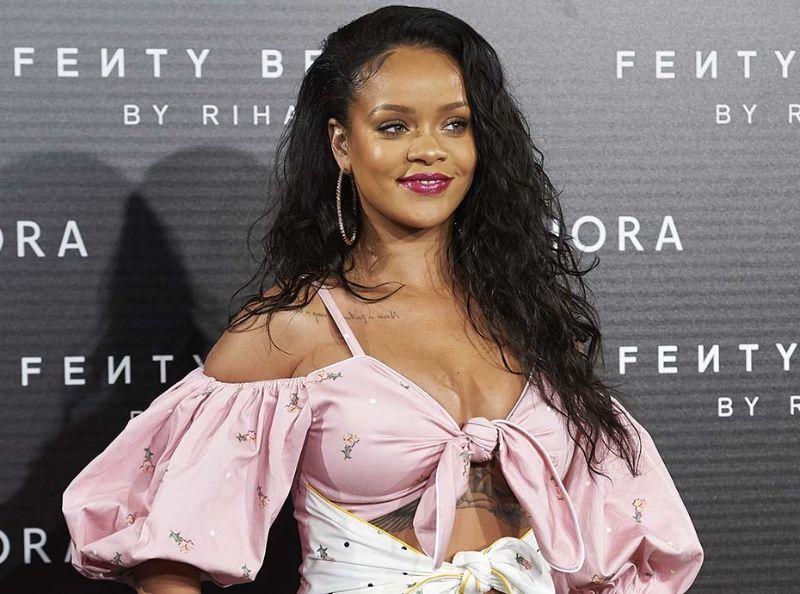 Rihanna : Très amincie, elle se dévoile en bikini sur la plage !