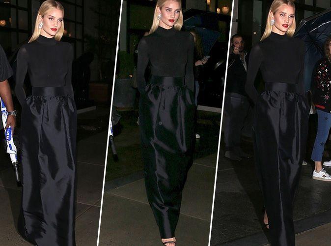 Rosie Huntington-Whiteley : Déesse de l'élégance en col roulé et jupe taille haute noirs !