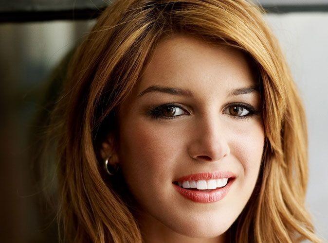 shenae grimes la star de 90210 vient de se fiancer. Black Bedroom Furniture Sets. Home Design Ideas