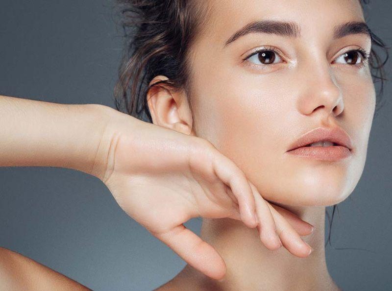 Skincare : 5 choses que les dermatologues ne mettraient jamais sur leur visage