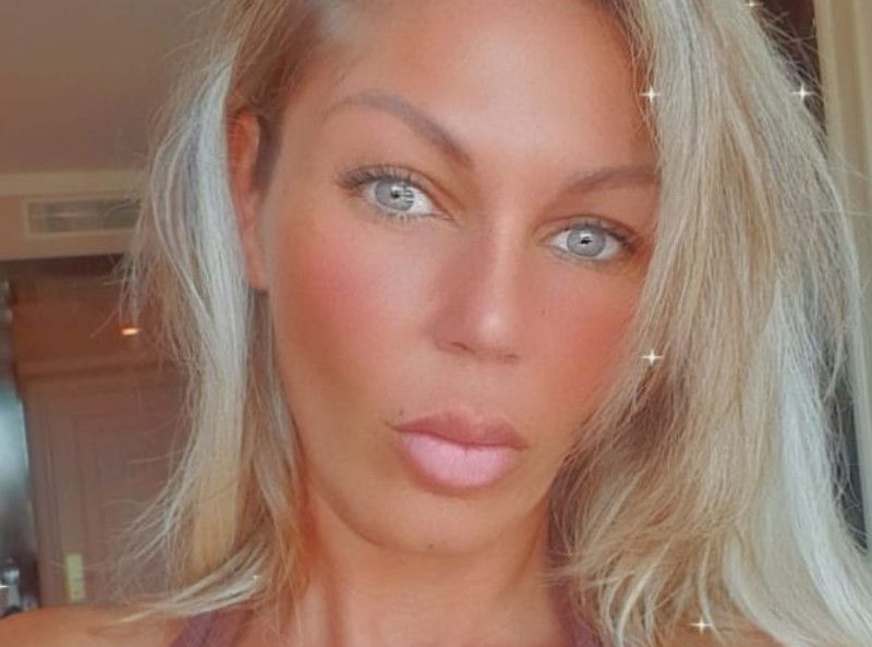 Teint mega halé, lèvres ultra pulpeuses... Carine Haddadou (Star Academy) méconnaissable !
