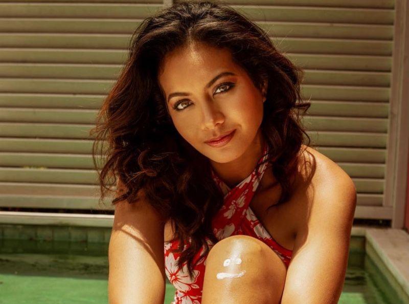 """Vaimalama Chaves affiche ses """"bourrelets"""" en maillots de bain... Instagram s'affole !"""