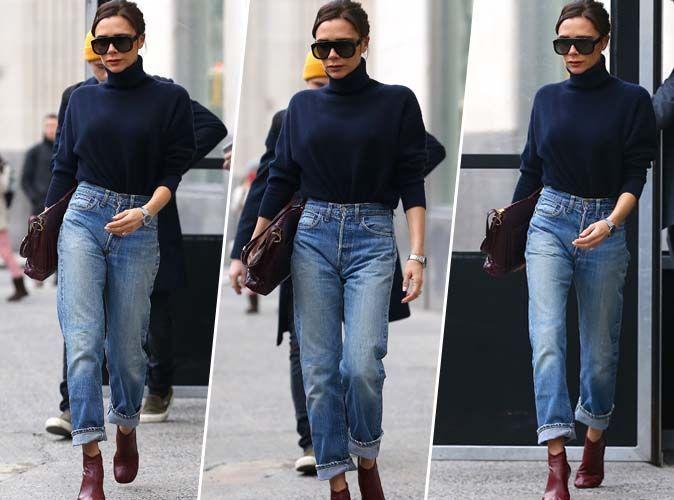 Victoria Beckham : Pull col roulé, mom jean et bottines rouges... On adore !