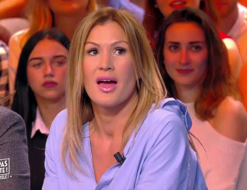 Vitaa : à Marrakech, la chanteuse dégaine le joli décolleté et la robe qui montre tout de ses gambettes !