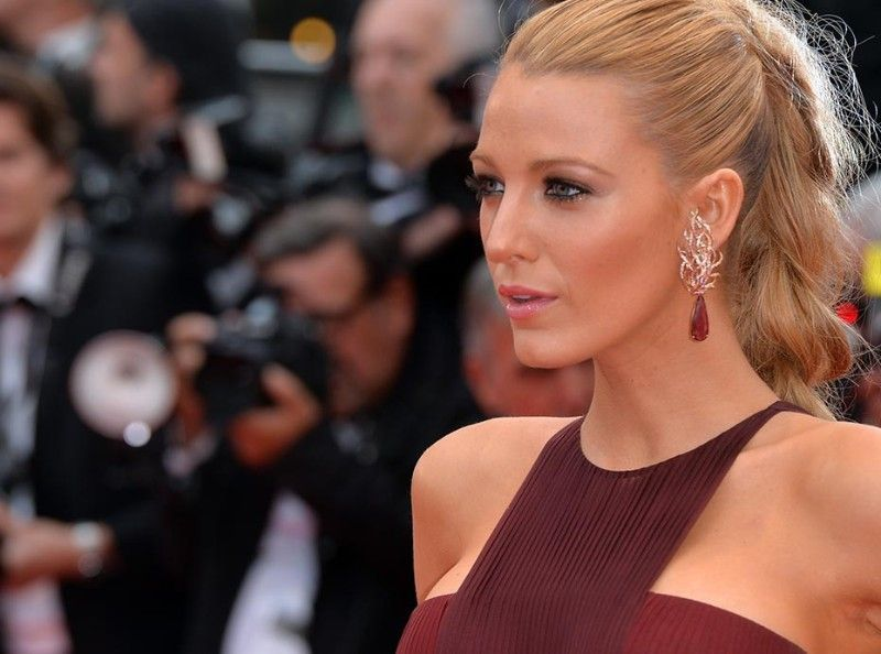 Caliente : Blake Lively, maman et terriblement sexy !