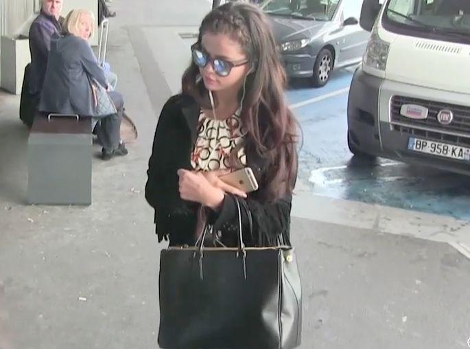 foto de Vidéo : Selena Gomez dit au revoir à Paris sans Justin