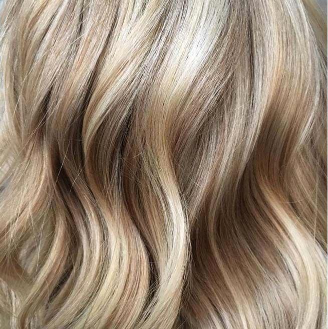 Peinture Г la mode de cheveux longs blonds