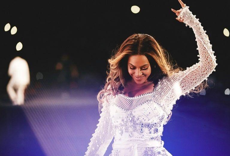 Beyoncé dévoile le travail de Riccardo Tisci chez Burberry... Vous allez rester sans voix !