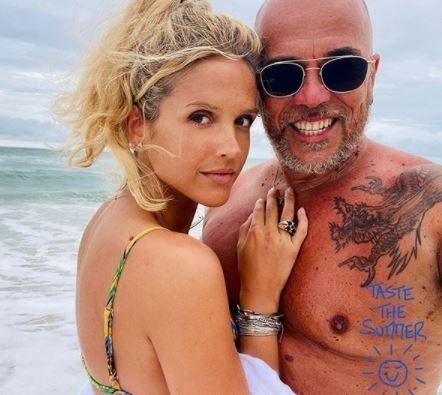 « Brigitte Bardot des années 60 » : Julie Obispo allongée en bikini au bord de l'eau, les internautes sont sous le charme
