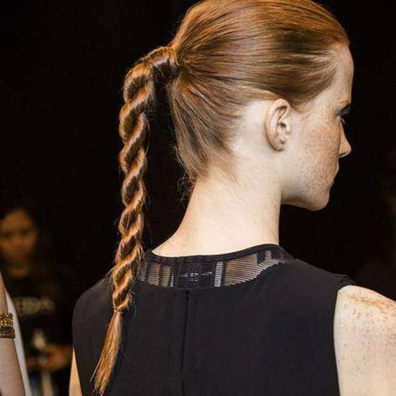 Cheveux Twisted Ponytail Ou La Coiffure Qui Nous Rend Stylee En