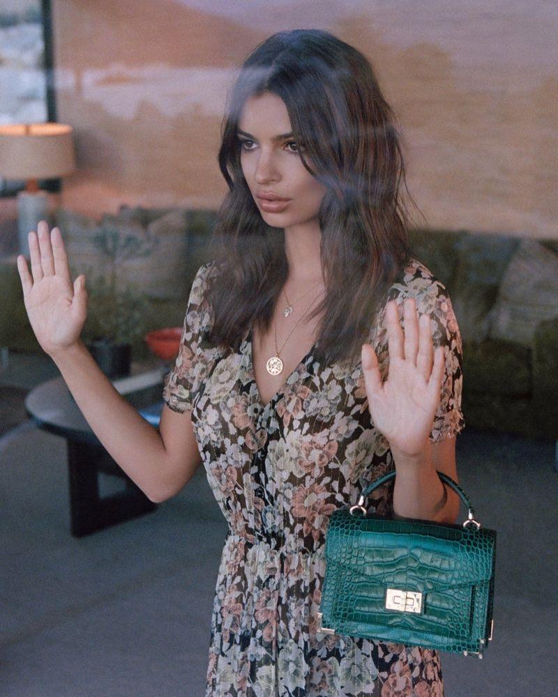 5c3c8f10bb Emily Ratajkowski : Jeune mariée rebelle dans la nouvelle campagne The  Kooples