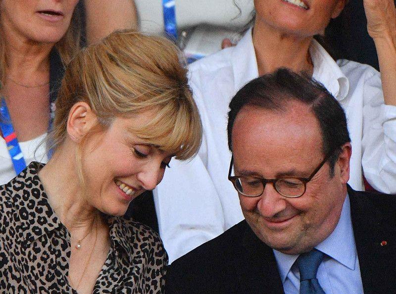 Julie Gayet : elle a lâché François Hollande pour... une chroniqueuse de TPMP !