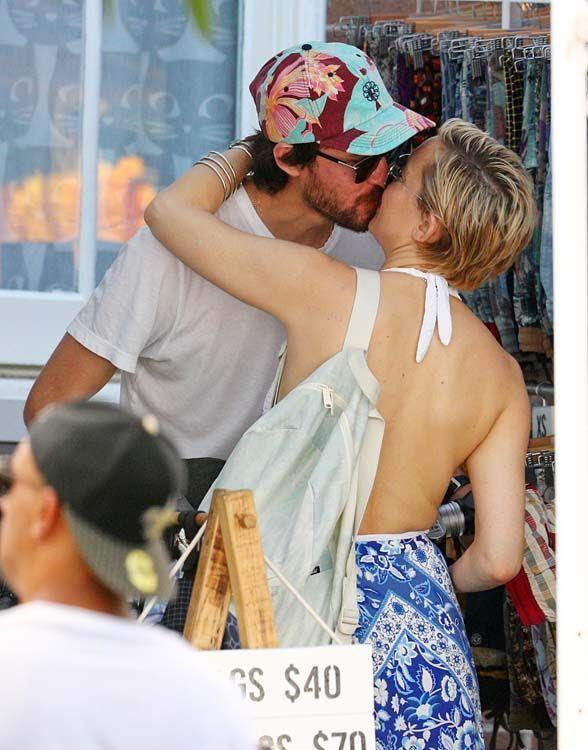 Kate Hudson : c'est l'amour à la plage avec Danny Fujikawa !